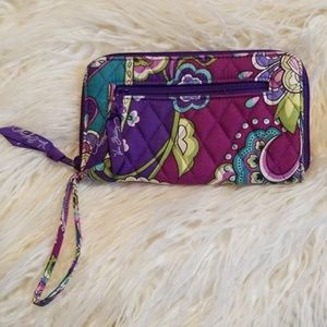 Lovely Vera Bradley Wristlet/ Wallet back coin zip